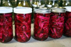 Even though it's winter, I am still canning seasonal fruits and vegetables. Home canning is not limited to only summer! I saw some beautiful red cabbage at the market, and suddenly visualized rows of jars filled with gleaming purple vegetables in my larder. I put together this very easy recipe which I'll share in this post.