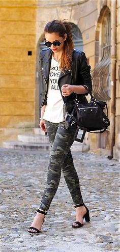 I absolutely love this outfit! The camo leggings are amazing! Look Fashion, Fashion Outfits, Womens Fashion, Fashion Trends, Camo Fashion, Fashion News, Fashion 2018, Military Fashion, Style Work