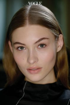 Nude Makeup, Hair Makeup, Hailey Baldwin, Beauty Make Up, Hair Beauty, Center Part Hairstyles, Dying My Hair, Grace Elizabeth, Minimal Makeup