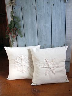 Trapunto Snowflake Pillows from Maya Donenfeld of maya*made | Sew Mama Sew |