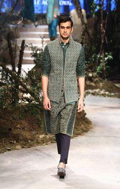 40 Top Indian Engagement Dresses for Men Mens Indian Wear, Indian Groom Wear, Indian Men Fashion, Men's Fashion, Fashion Pants, Wedding Kurta For Men, Wedding Dresses Men Indian, Wedding Dress Men, Wedding Tux