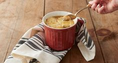 French Onion Soup in a Mug recipe - A simple take on a classic comfort food. Savory French Onion Soup, made on the stovetop, then poured into an oversized mug and topped with a toasted baguette and oodles of gooey, melted Gruyère. Crock Pot Soup, Crock Pot Cooking, Cooking Recipes, Mug Recipes, Fish Recipes, My Favorite Food, Favorite Recipes, Chowder Soup, Skinny Recipes