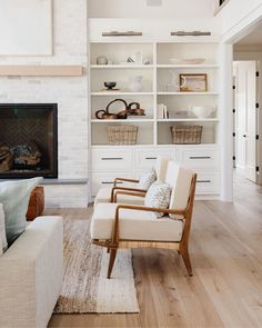 """Studio McGee on Instagram: """"We'll never get tired of styling a beautiful set of built-ins 👌🏼 If you missed it, we launched a new project today!! Head to the blog to…"""" Casual Living Rooms, Living Room Trends, Home Living Room, Living Room Designs, Living Room Decor, Fall Home Decor, Unique Home Decor, Cheap Home Decor, Arquitetura"""