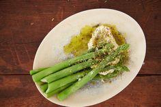 Grønne asparges med rygeostcreme