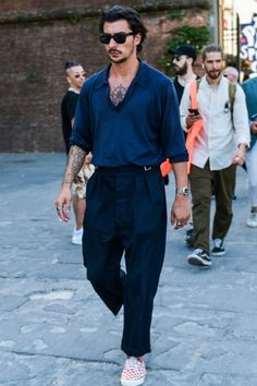The polo shirt is tacky, but it's fine! Coordinated with beltless pants for highly sensitive coordination Men Street, Street Wear, Black Outfit Men, Look Man, All Black Looks, Stylish Mens Outfits, Fashion Photography Inspiration, Best Mens Fashion, Gentleman Style