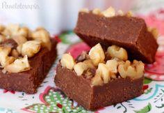 Eu acho que a mistura de chocolate derretido com Nutella, creme de leite e nozes não teria como ficar ruim, né não? Felizmente essa receita rende pouquinho, porque se rendesse um caminhão de quadra…