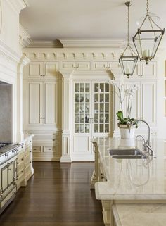 CocosCollections Cream kitchen cabinets have been a mainstay with the luxury market. This kitchen features cabinetry painted in Sherwin Williams Believable Buff. Home Decor Kitchen, Home, Cream Kitchen Cabinets, Luxury Kitchens, Kitchen Remodel, Interior Design Kitchen, Kitchen Style, Kitchen Renovation, Clive Christian Kitchens