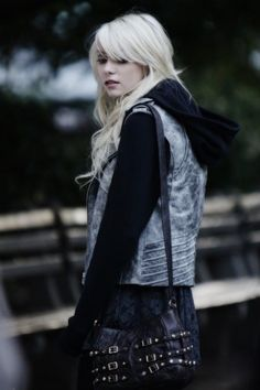 Jenny Humphrey/Taylor Momsen in my favourite phase of hers :) Gossip Girl Fashion, Love Fashion, Taylor Michel Momsen, Taylor Momsen Style, Taylor Momson, Girls Season 3, Rock Style, My Style, Girl Style
