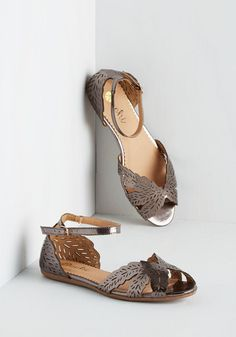 Sandbar Crawl Flats in Pewter. Effortlessly transform your day-by-the-dunes look into one filled with vivaciousness with these glossy, pewter grey flats. Sock Shoes, Shoe Boots, Socks And Sandals, Flat Sandals, Special Occasion Shoes, Dressy Shoes, New Shoes, Flat Shoes, Tory Burch Sandals