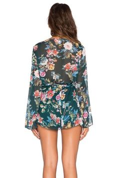 Macaquinho Verde Floral - Ref.425 na internet Chiffon Floral, Beach Playsuit, Beach Jumpsuits, Woman Beach, International Trade, Floral Tops, Casual Dresses, Mini Skirts, Rompers