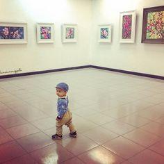 【hanoiansnippets】さんのInstagramをピンしています。 《#babiluca at a #vietnamese #cherryblossoms #exhibition #babyandart #ohtheplacesyoullgo #vietnamesebaby #babyadventures》
