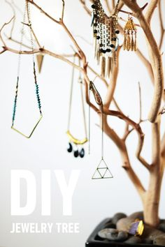 Ideas Jewerly Organizer Diy Easy Tree Branches For 2019 Hanging Necklaces, Hanging Jewelry, Diy Jewelry Tree, Diy Jewelry Stand, Jewelry Ideas, Jewelry Accessories, Jewellery Storage, Jewellery Display, Keep Jewelry