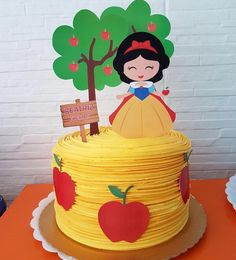 Cake style but Moana instead of snow white. Maybe ombre blues and seafoams. A 3 instead of tree and of course Moana on top. Not sure about what to substitute for apples. White Birthday Cakes, Snow White Birthday, 2nd Birthday, Fondant Cakes, Cupcake Cakes, Bolo Laura, Snow White Cake, Cake Design Inspiration, Doughnut Cake
