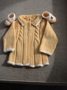 Stricken Baby :Little Vintage Sunday Coat pattern by Sue Batley-Kyle , Baby Knitting Patterns, Coat Patterns, Knitting For Kids, Baby Patterns, Baby Sweaters, Girls Sweaters, Knitted Baby Clothes, Baby Coat, Knitted Coat