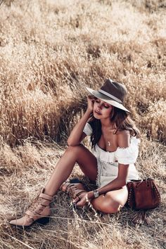 The VivaLuxury Staples Favorites Portrait Photography Poses, Photography Poses Women, Outdoor Photography, Photo Poses, Girl Photography, Children Photography, Outdoor Shoot, Outdoor Photoshoot Ideas, Viva Luxury