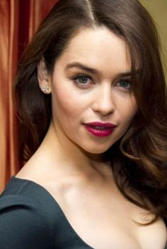 Emilia Clarke Hot, Emelia Clarke, She Is Gorgeous, Gorgeous Women, Game Of Throne Actors, Hollywood Girls, Khaleesi, Cute Faces, The Duff