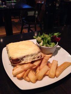 Comme à Dublin mais pas loin ! Pub Irlandais, croque monsieur et hamburger délicieux.