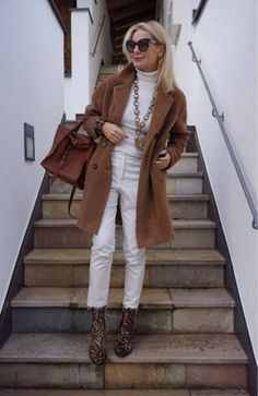 Camel … trend color winter 2018 - New Site Winter Mode Outfits, Winter Fashion Outfits, Trendy Outfits, Winter Outfits, Autumn Fashion, Over 50 Womens Fashion, Fashion Over 50, Look Fashion, Fashion Women