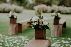 Muted white and pink wedding bouquet| Image by LiFe Photography