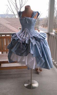 Thème Alice and Wonderland - Robe de mariée : Corset Fairytale Dress-Custom to Order. $825,00, via Etsy. #tpmm