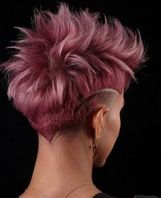 Discover The Trendiest Low Fade Haircut Ideas For Women : Messy Faded Mohawk With Shaved Stripes Low Fade Haircut, Pixie Haircut, Haircut Men, Haircut Short, Pixie Mohawk, Haircut And Color, Funky Hairstyles, Hairstyles Haircuts, Great Hair