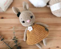 Crochet Bunny, Crochet For Kids, Crochet Hats, Cool Patterns, Beautiful Patterns, Crochet Patterns, Mustard Colored Dress, Cute Bunny, Cute Pattern