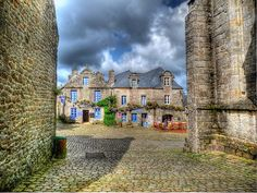 These ten stunning towns, from medieval citadels to historic harbours, provide the perfect opportunity to explore Brittany's unique history and culture. Paris Travel, France Travel, Road Trip France, Medieval, European Travel Tips, Kouign Amann, Visit France, Most Visited, Future Travel