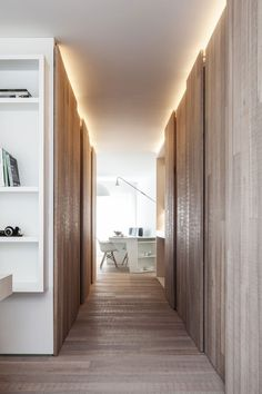 Un éclairage discret valorise aussi les couloirs. www.entreprise-cochet.com