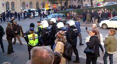 Helsinki - Poliisi joutui useaan otteeseen siirtämään Rajat kiinni! -mielenosoitusta häiritseviä suvaitsevaisia sivullamme kurkku suorana huutamasta.
