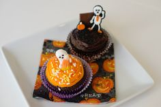 It's that time again... time to delight your littlest ghosts and goblins with all things Halloween! Why not host a Halloween cupcake decorating party?