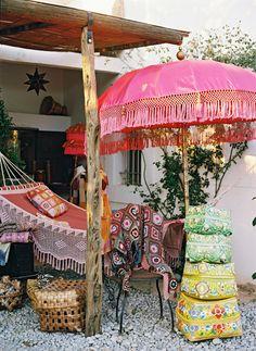 Welcome to Ibiza! Lassen Sie sich von Ibizas Schönheit verzaubern! Westwing zeigt Ihnen die schönsten Orte der Insel und die besten Shopping-Tipps!