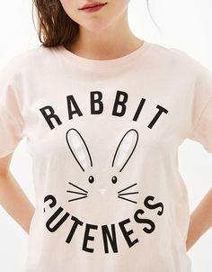 Camiseta estampada Rabbit/Florida. Descubre ésta y muchas otras prendas en Bershka con nuevos productos cada semana