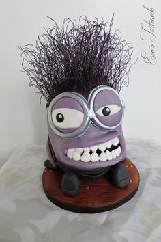 My first picture I will show you, is the purple minion I`ve made for the competition Kuchenmesse Wels (upper austria in april It is a big cake topper. Made out of rice krispie treats and fondant. The hair is made with glass noodles an. Evil Minions, My Minion, Minion Stuff, Funny Minion, Minions Funny Images, Minions Quotes, Funny Pics, Funny Jokes, Purple Minion Cake