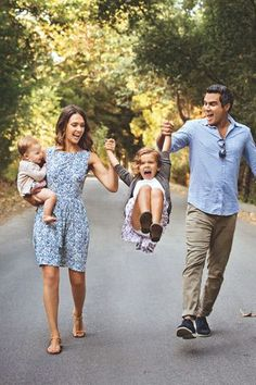 How adorable is this picture of Jessica Alba with her family? We love us some Jessica Alba here at @Parenting!