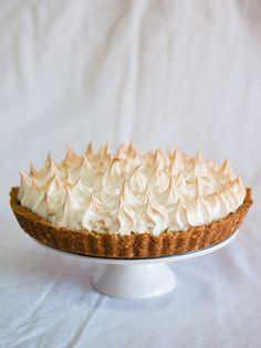 A autora do blogue Cozinha Fresh dá azo aos seus dotes culinários e apresenta-nos uma tarte linda com um merengue suave e delicioso