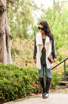 cute & little blog   petite fashion   sweater vest, olive gray tunic, distresse jeans, joules evedon bow rain boots, kendra scott rayne necklace, clare v leopard clutch   fall outfit