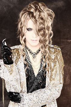 Kamijo from Versailles. This boy has the best hair in Japan. Jealous.