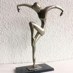 Escultura Art Deco Bailarina Modelo Hagenauer de SegundaManoTienda en Etsy https://www.etsy.com/es/listing/596900649/escultura-art-deco-bailarina-modelo  227€