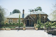 Deux Belettes in the Byron Hinterland is one of the most amazing wedding venues around! After Story, The Byron, Cheap Web Hosting, Wedding Venues, Mansions, House Styles, Amazing, Wedding Reception Venues, Wedding Places