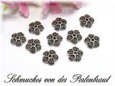 30 Perlenkappen 10mm, Farbe silber antik von Schmuckes von der Perlenbraut auf DaWanda.com