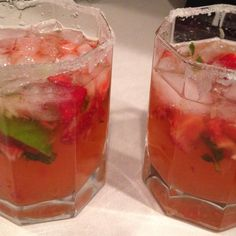 Strawberry Mojito | It's the perfect drink for a hot summer day!