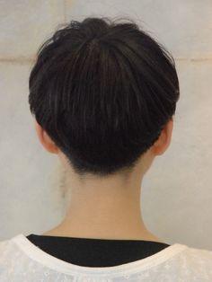 Minimum short bob (back)