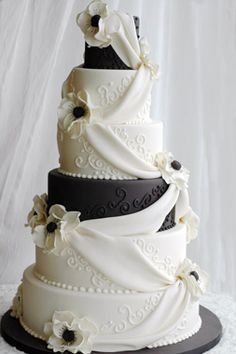 Loooove this design! Black and white wedding cake by A Piece O' Cake