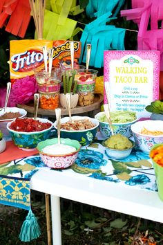 Having a taco bar party? Find taco bar ideas and recipes and our new favorite way to have tacos at a party--walking tacos! Yummy easy tacos and less messy! Taco Bar Party, Bbq Party, Party Snacks, Party Food Buffet, Taco Bar Buffet, Walking Tacos, Outdoor Parties, Outdoor Entertaining, Outdoor Party Foods