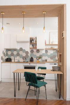 Une cuisine ouverte dans un appartement lyonnais - PLANETE DECO a homes world