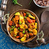 Vindaloo Vegetables is a vegan curry that combines fresh vegetables and beans for a low-fat, completely plant-based one pot meal.