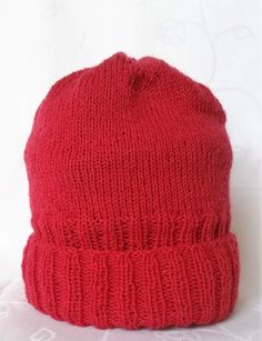 Strikkeopskrift på retro 1 dame eller mande hue. Den er nem, at følge og strikke efter, og kan strikkes af alle, også indenholder den ingen forkortelser.