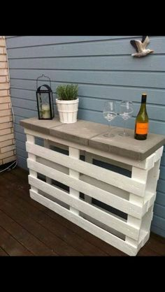 Creative Pallet Furniture DIY Ideas and Projects --> Pallet Outdoor Bar and Stools Pallet Projects, Garden Projects, Home Projects, Pallet Crafts, Diy Outdoor Bar, Outdoor Living, Outdoor Pallet, Pallet Table Outdoor, Outdoor Seating