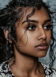 34 Ideas For Photography Femme Africaine - Wunderschöne Frauen - Beleza African Beauty, Indian Beauty, Indian Makeup, Beautiful Black Women, Beautiful Eyes, Pretty People, Beautiful People, Dark Skin Beauty, Exotic Beauties