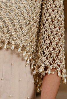 Bolero au crochet orné de perles - Crochet et plus...Crochet et plus…